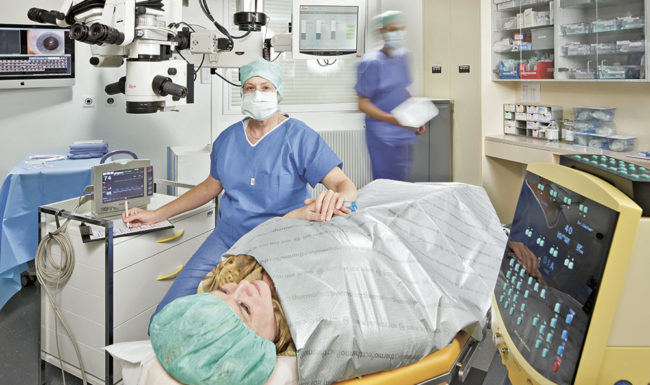 Bild aus dem OP Saal Bahnhof Basel mit Patientin